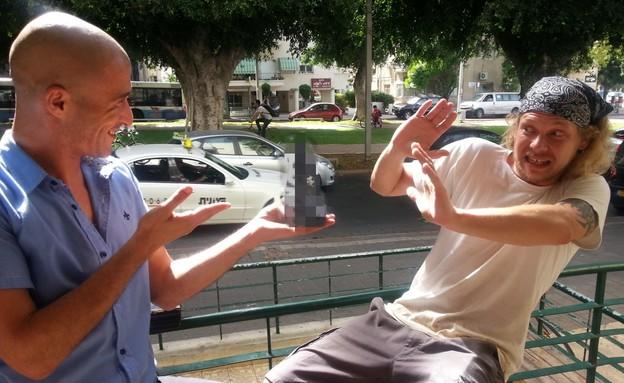 ארי קוקה מפיל תיירים גאים (צילום: מריה נמנמן)
