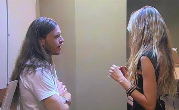 פאולינה תופסת את לאון לשיחה (תמונת AVI: mako)