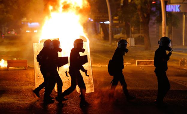 המהומות בטורקיה, הלילה (צילום: רויטרס)