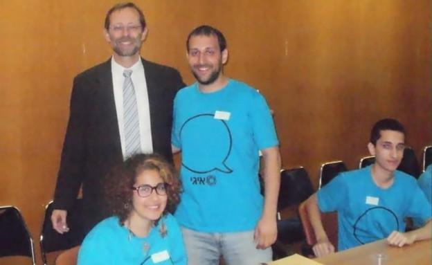 משה פייגלין במפגש עם נוער גאה (צילום: דני זאק)