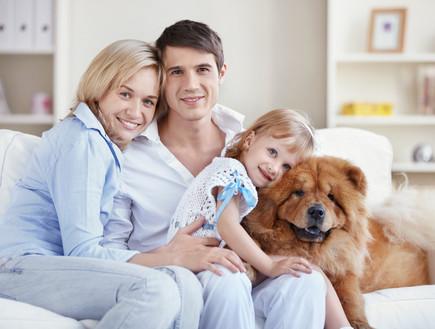 משפחה עם כלב