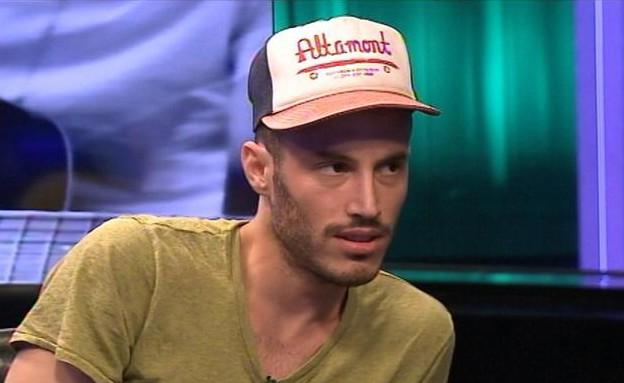 נתן גושן עונה על השאלון (תמונת AVI: mako)