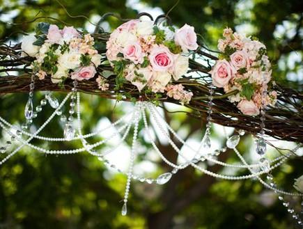 joyfulweddingsandeventsחופות מעוצבות, פרחים בוורוד (צילום: joyfulweddingsandevents)
