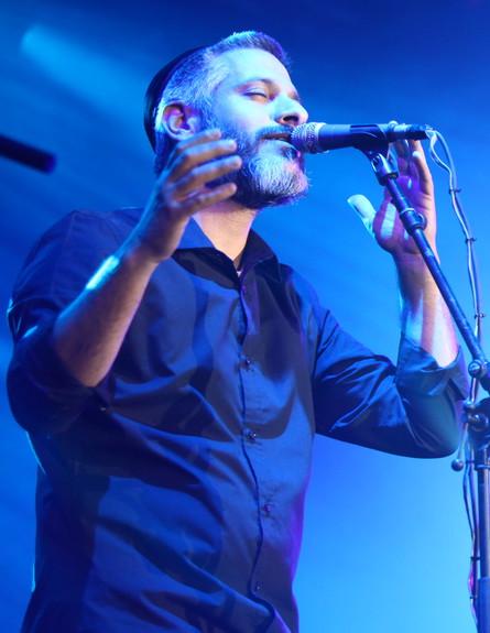 אביתר בנאי בהאנגר בהופעה של אסף אמדורסקי (צילום: ענבל צח)