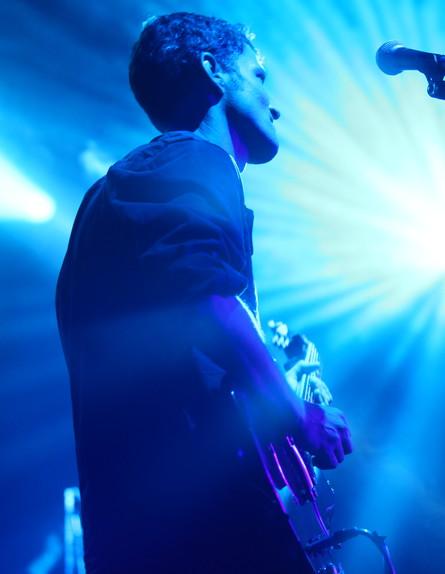 אוהד קוסקי בהאנגר בהופעה של אסף אמדורסקי (צילום: ענבל צח)