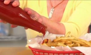 קטשופ מבקבוק (צילום: מתוך chow.com)