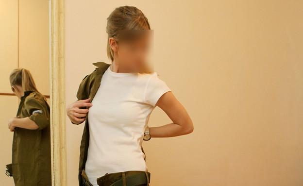 חיילת מתלבשת (צילום: אילוסטרציה)