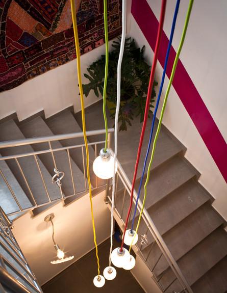 סטפני גריב בשיפוץ, מדרגות מנורות (צילום: יוראי ליברמן)