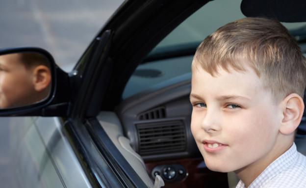 ילד נוהג. אילוסטרציה (צילום: Thinkstock)