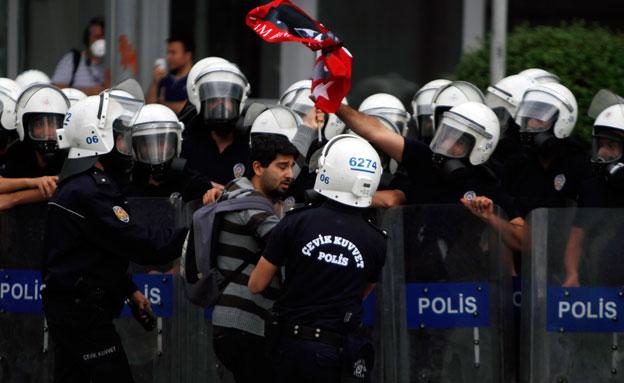 גל המעצרים בטורקיה (צילום: רויטרס)