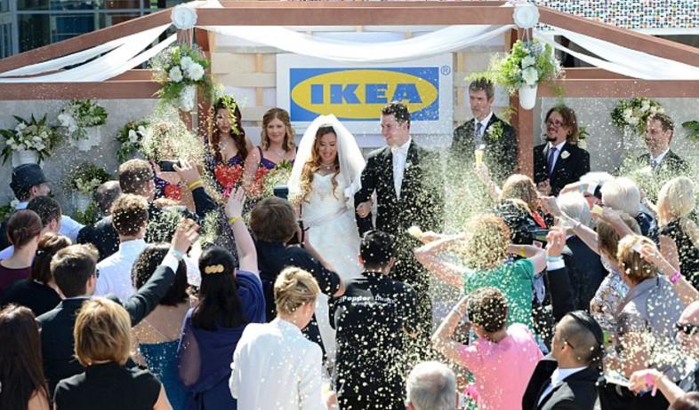 10yetis.co.ukחתונה באיקאה, אוסטרלי טקס (צילום: 10yetis.co.uk)