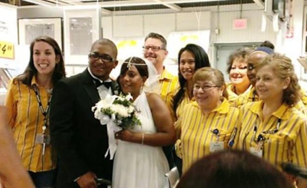 weourheroes.comחתונה באיקאה, אמריקני עובדים (צילום: weourheroes.com)