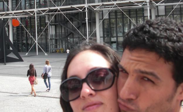 חתונה באיקאה, ישראלי מחוץ לחנות