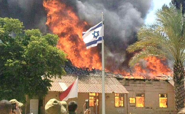השריפה בצריפין (צילום: דוד מחפוד)