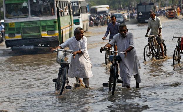 השיטפונות בצפון הודו (צילום: רויטרס)