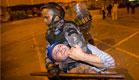 מפגין אחד כבר נהרג, מאות נפצעו (צילום: AP)