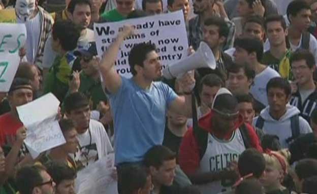 תושבי ברזיל נגד הכדורגל (צילום: חדשות 2)