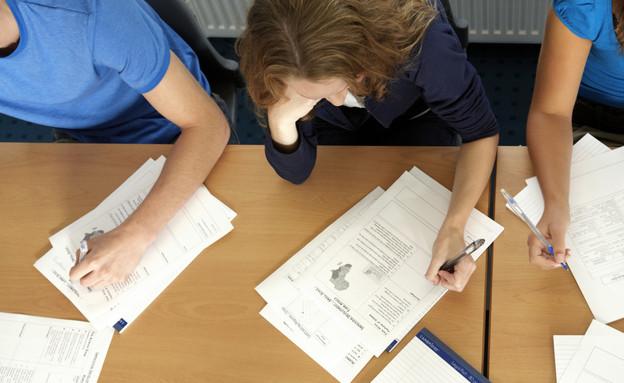 סטודנטים נבחנים (צילום: Thinkstock)