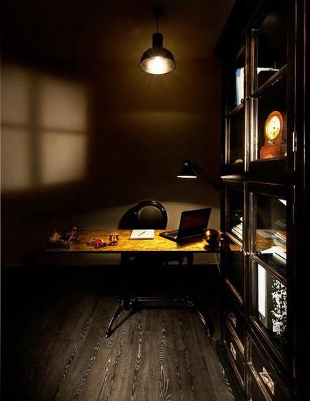 אלון חסון, חדר עבודה (צילום: עודד סמדר)
