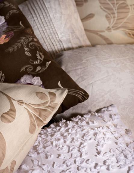 אלון חסון, חדר שינה כריות (צילום: עודד סמדר)