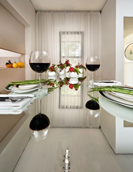 אלון חסון, שולחן אוכל (צילום: עודד סמדר)