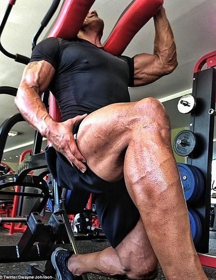 דוויין ג'ונסון מתאמן (צילום: טוויטר)