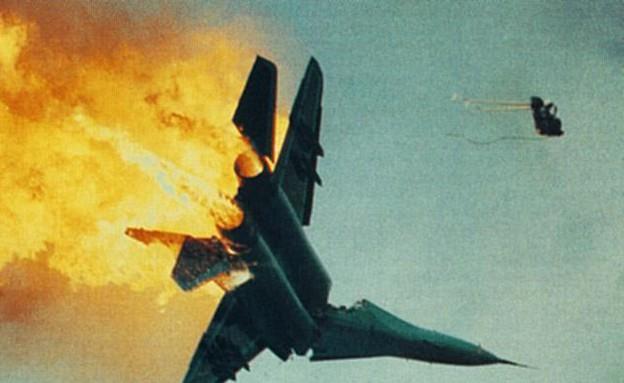 מטוס קרב מתרסק