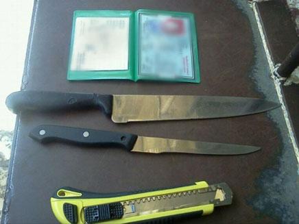 הסכינים שנתפסו על גופה של הפלסטינית