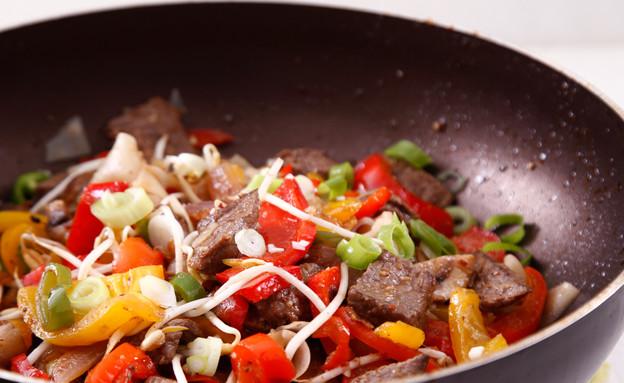 ירקות מוקפצים עם בקר (צילום: אפיק גבאי, אוכל טוב)