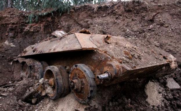 הטנק שנמצא בחולון (צילום: משטרת ישראל)