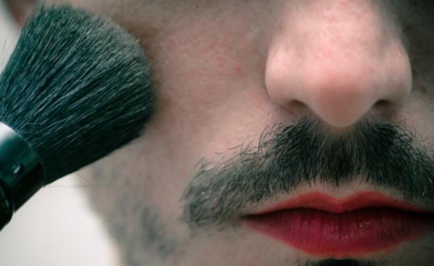 גבר עם שפם ואודם (צילום: אימג'בנק / Thinkstock)