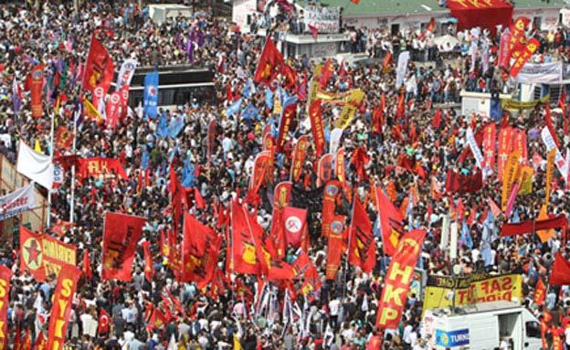 הפגנות הענק בטורקיה נגד ארדואן (צילום: AP)