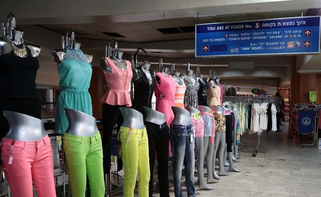 תחנה מרכזית - בזאר בגדים בקומה 5 (צילום: עודד קרני)