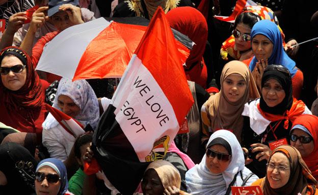 """האחים המוסלמים לתומכי הנשיא מורסי: """"צאו לרחובות"""" (צילום: AP)"""