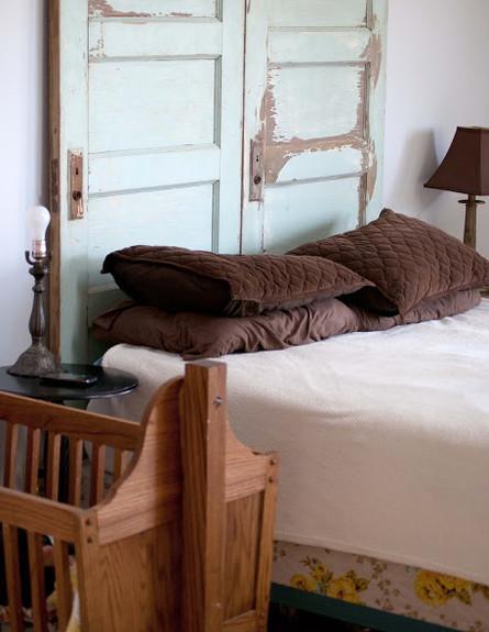 גב מיטה, דלת