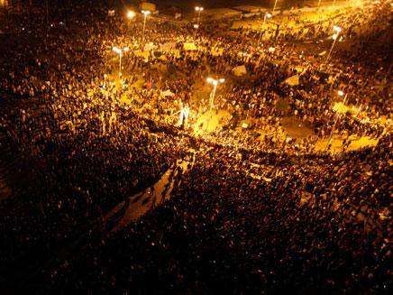 עשרות אלפים בכיכר תחריר. ארכיון (צילום: AP)