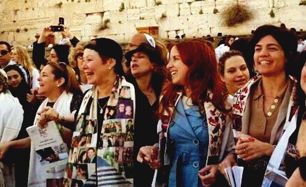 נשות הכותל הופרדו משאר המתפללות (צילום: פייסבוק)