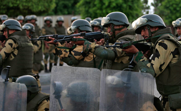 הצבא ירה למוות בעשרות תומכי מורסי (צילום: חדשות 2)