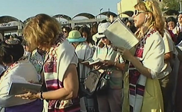 נשות הכותל הופרדו משאר המתפללות (צילום: חדשות 2)