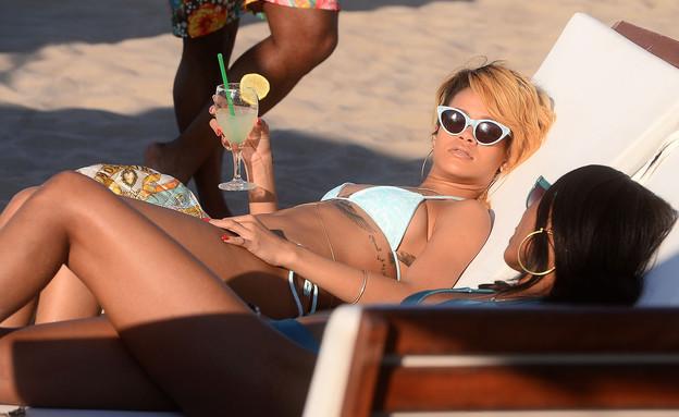 ריהאנה בביקיני (צילום: Splash News, Splash news)