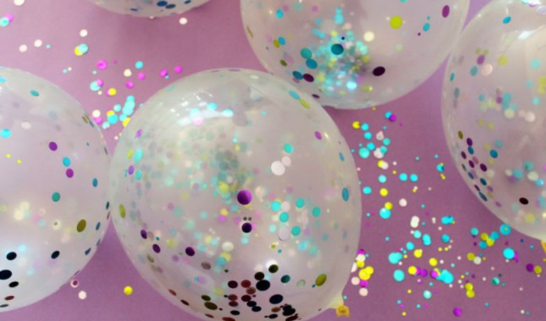 Balloons-ConfettiStepsבלונים, קונפטי (צילום: brit.co/revealing-our-october-brit-kit)