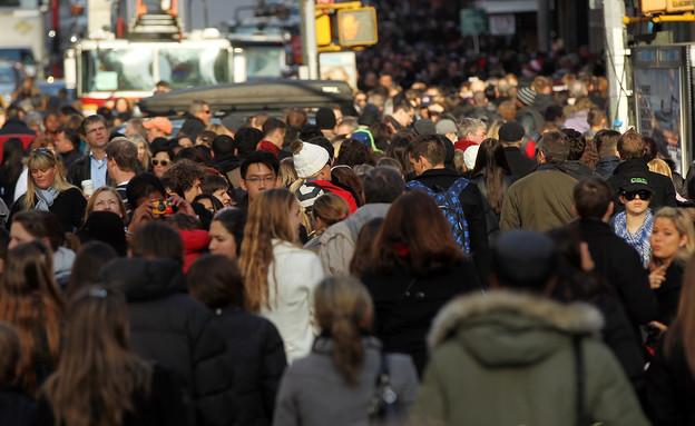 אנשים מסמסים (צילום: Spencer Platt, GettyImages IL)
