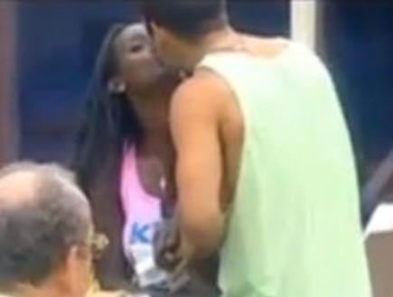 דור וטהוניה מתנשקים
