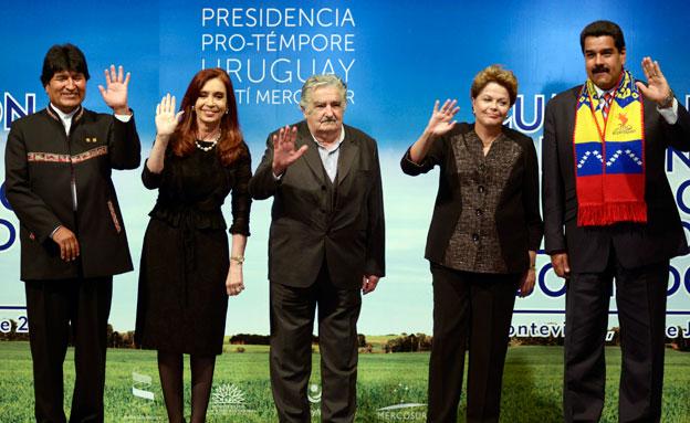 ראשי מדינות דרום אמריקה בוועידה באורוגוואי, אתמול (צילום: AP)