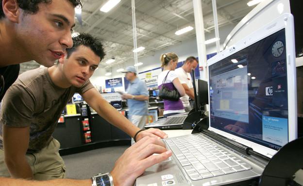צעירים במחשב (צילום: Justin Sullivan, GettyImages IL)