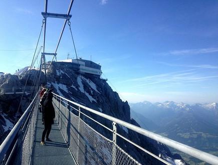בין שמיים וארץ, גשר באוסטריה