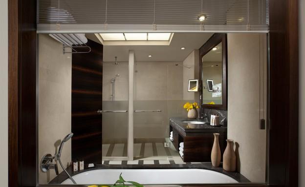 דן כרמל חדר אקזקיוטיב - אמבטיה (צילום: אורי אקרמן)