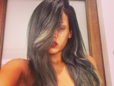 ריהאנה עם שיער אפור (צילום: instagram)