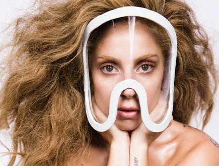 ליידי גאגא בעירום מלא