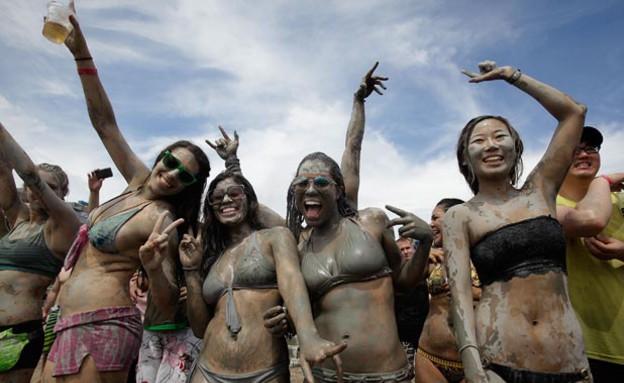 פסטיבל הבוץ בקוריאה הדרומית (צילום: Chung Sung-Jun, GettyImages IL)